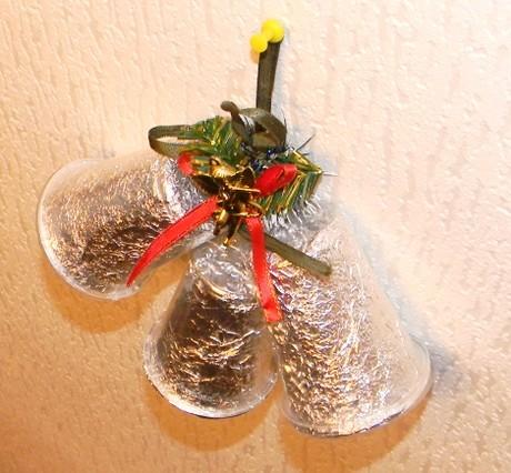 Как сделать из пластиковых стаканчиков колокольчики