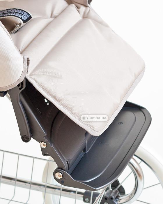 Опущенная разложенная подножка коляски Inglesina Vittoria