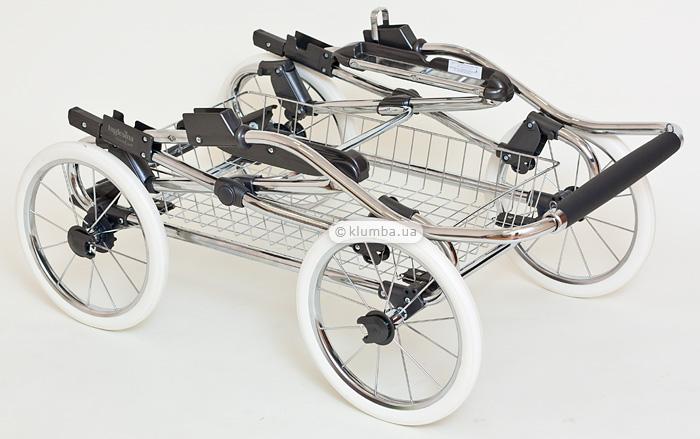 Сложенное шасси коляски Inglesina Vittoria